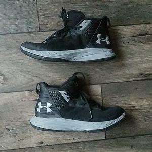 Under armour ua jet mid Shoes size 5Y